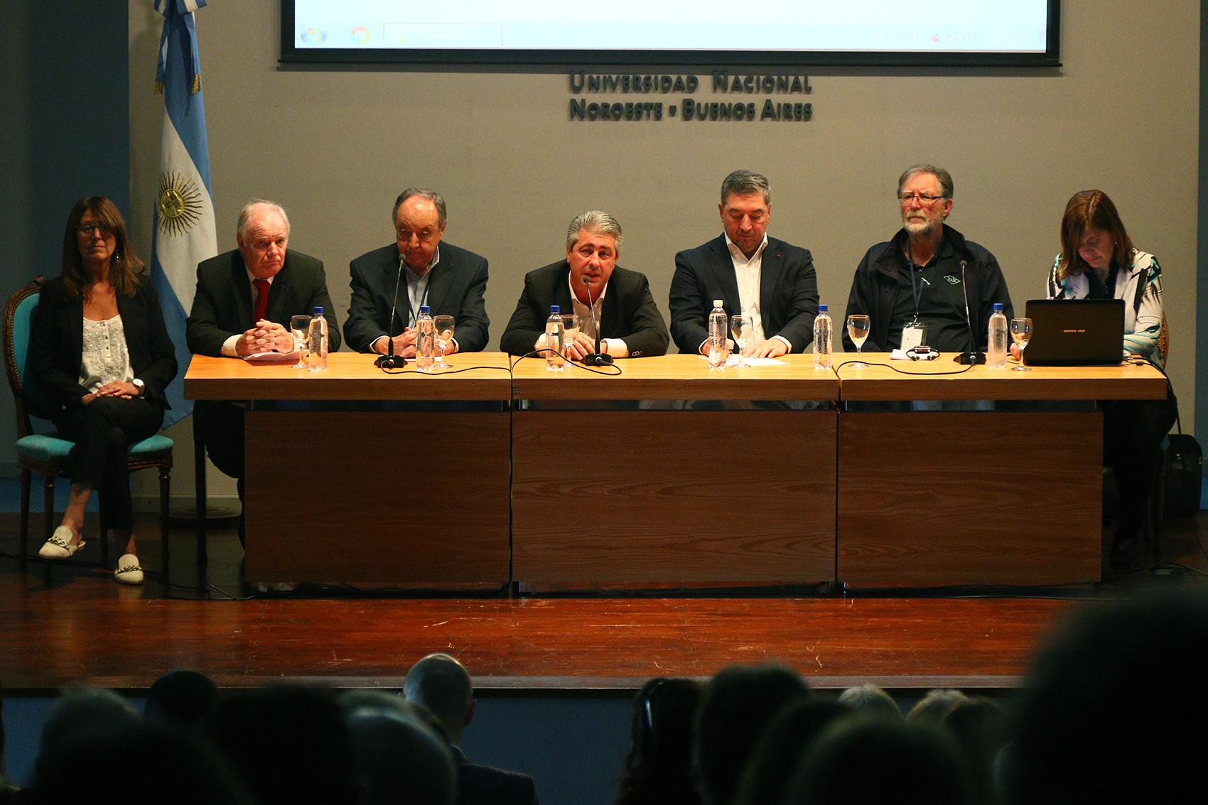 El intendente del Partido de Pergamino Javier Martínez participó de la apertura del 9º Congreso Internacional de Semillas Forrajeras y Céspedes que se llevó a cabo en la Unnoba y se extenderá hasta el 2 de noviembre.