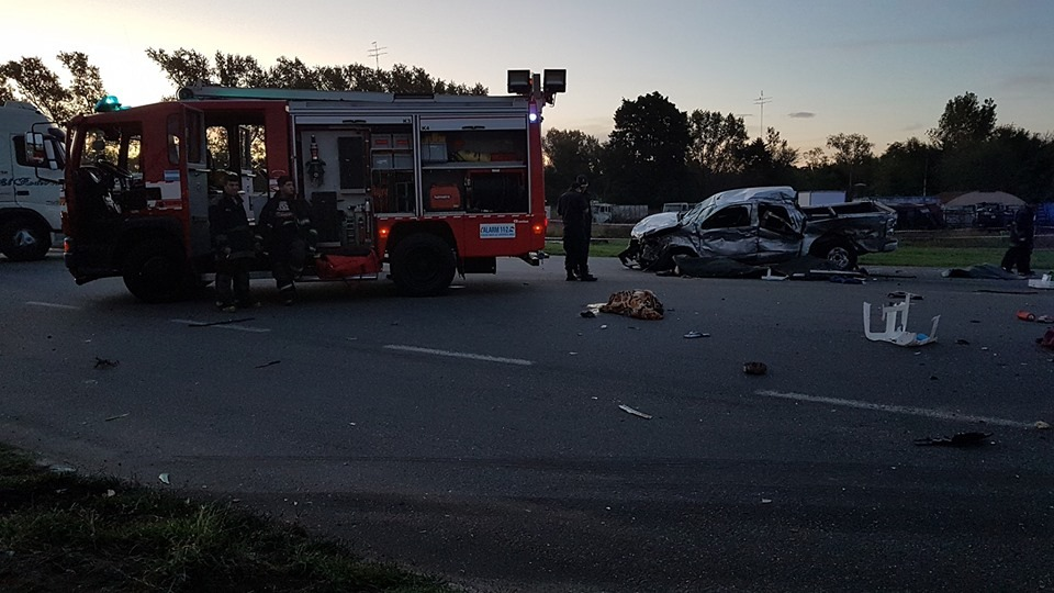 Un camión de gran porte chocó contra una camioneta en la ruta provincial 51, a la altura de Carmen de Areco, y nueve personas murieron por el impacto, cinco de ellos menores de edad, según indicó el sitio CSHoy24.