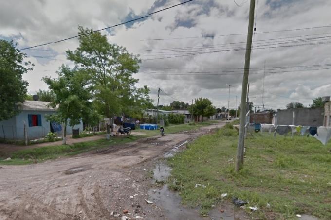 Loana Roberto, de 13 años, fue asesinada durante un enfrentamiento a balazos entre grupos de vecinos en Pergamino. Hay un detenido y otros dos sospechosos prófugos.
