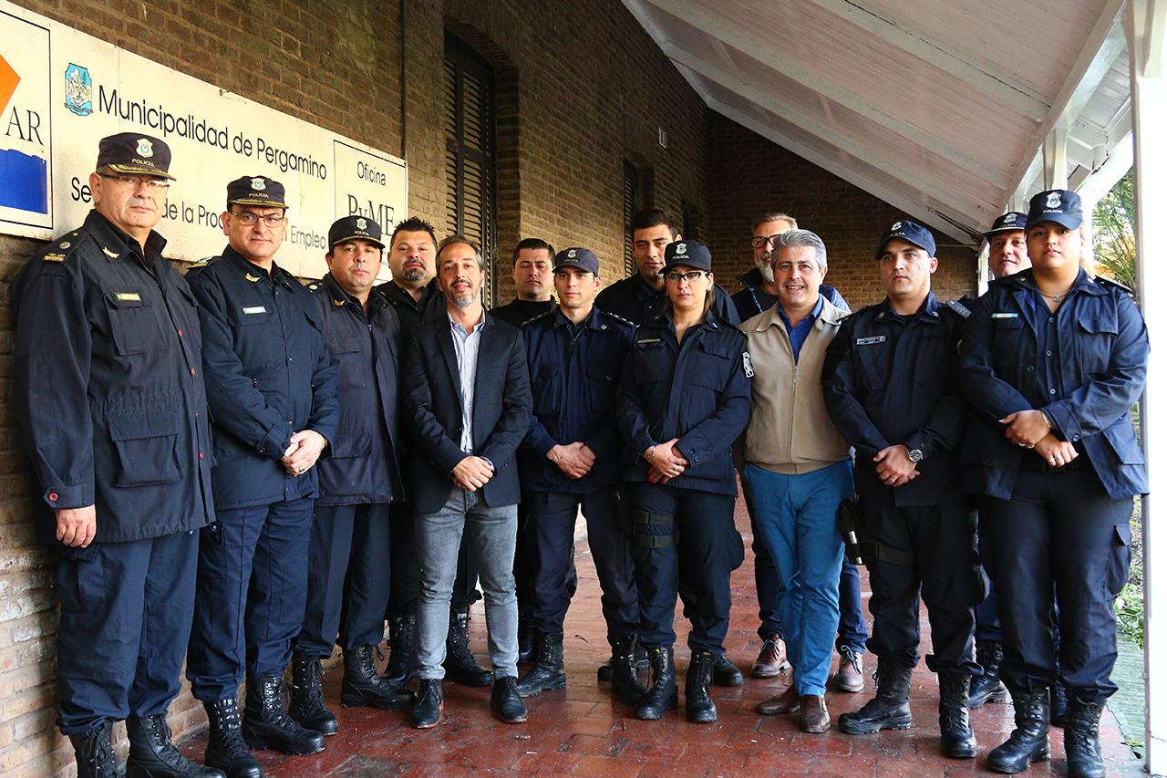 En ocasión de la recorrida del intendente Javier Martínez por la obra de la futura Comisaría Primera, se reunió con un grupo de policías que realizó un exitoso operativo.
