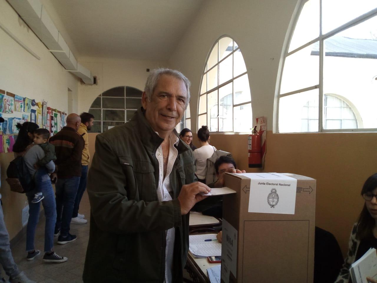 Este domingo 11 de agosto se llevaron a cabo las Primarias Abiertas, Simultáneas y Obligatorias y a pesar de los de los 16 años de gestión, el intendente de Colón, Ricardo Casi, sigue cosechando grandes elecciones.