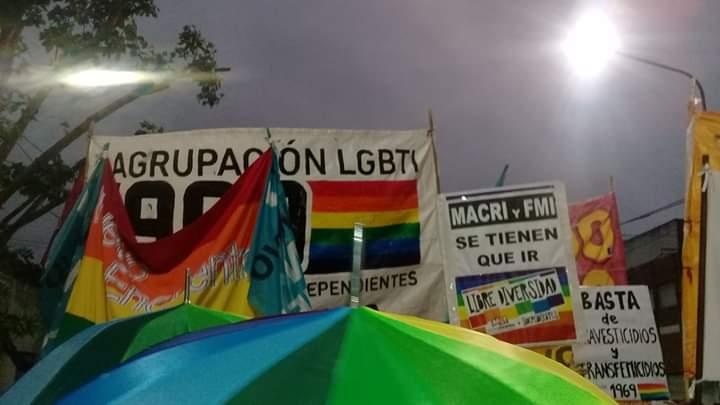 El tiempo no fue un obstáculo para que se lleve a cabo la primera marcha regional del orgullo LGBTIQ. Las bandas tocaron en el club Tráficos y el desfile se realizó bajo un clima amenazante pero que no intimidó a quienes habían llegado desde toda la región.