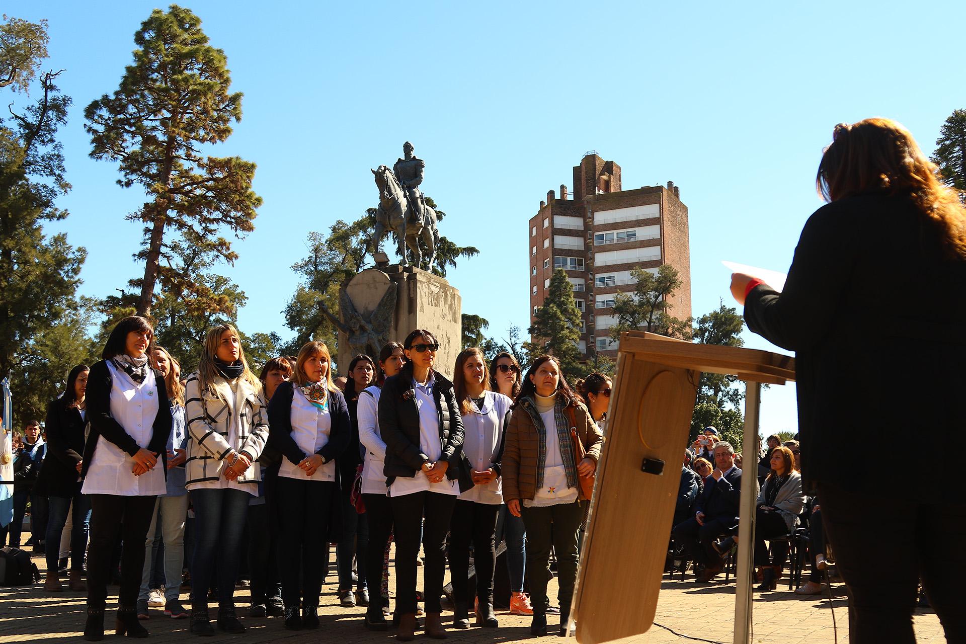 """Este jueves 12 de septiembre se llevó a cabo en la Plaza 25 de Mayo el acto oficial por el Día del Maestro, """"porque celebrar este día significa celebrar nuestro futuro"""", como lo expresó en su discurso el Intendente del Partido de Pergamino."""