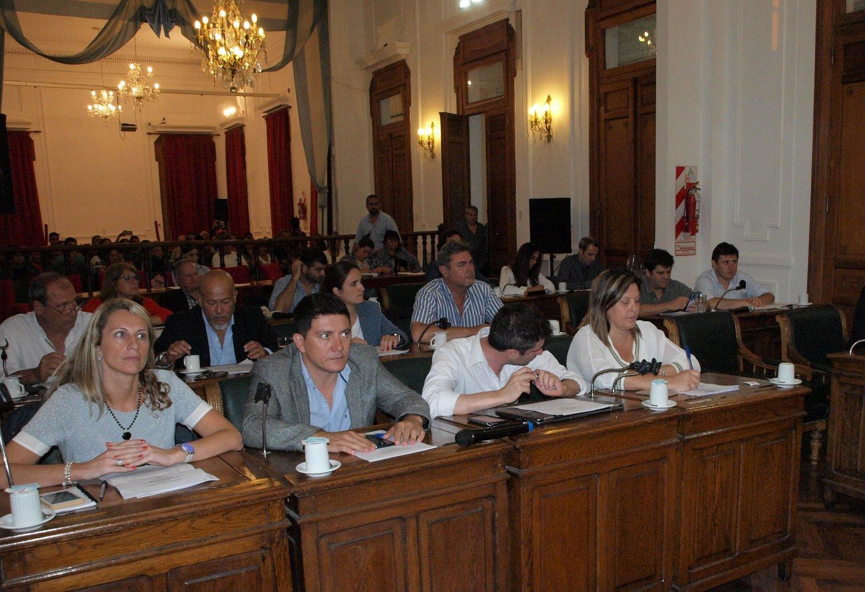 Después de varias horas de debate, se aprobó el Presupuesto para el próximo año de 1.450 millones de pesos. La oposición votó por la negativa pero con los once concejales oficialistas el ejecutivo logró la aprobación.