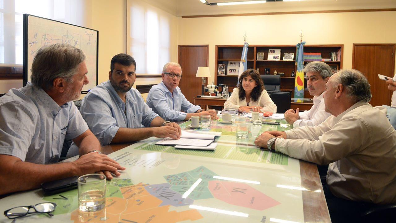 El intendente del Partido de Pergamino Javier Martínez mantuvo una reunión de trabajo con la ministra de Salud de la Provincia Zulma Ortiz para avanzar en la puesta en marcha de nueva tecnología contra el cáncer que será instalada en el Centro de Medicina Nuclear y de la que dispondrán pacientes de Pergamino y del noroeste bonaerense.