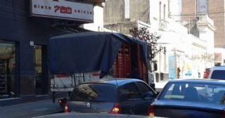 Las calles son un caos: piden controles y estacionamiento medido