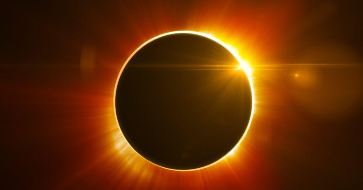 Este martes 2 de julio se producirá un eclipse solar que comenzará por el océano Pacífico, entrará en Chile, cruzará Argentina y Uruguay y finalizará en el punto sur de la desembocadura del Río de la Plata. Ciertas localidades privilegiadas podrán ver el eclipse de manera total, las cuales se encuentran en la franja que recorre, de oeste a este,  el centro de la provincia de San Juan, sur de La Rioja, norte de San Luis, centro de Córdoba, sur de Santa Fe y norte de Buenos Aires.