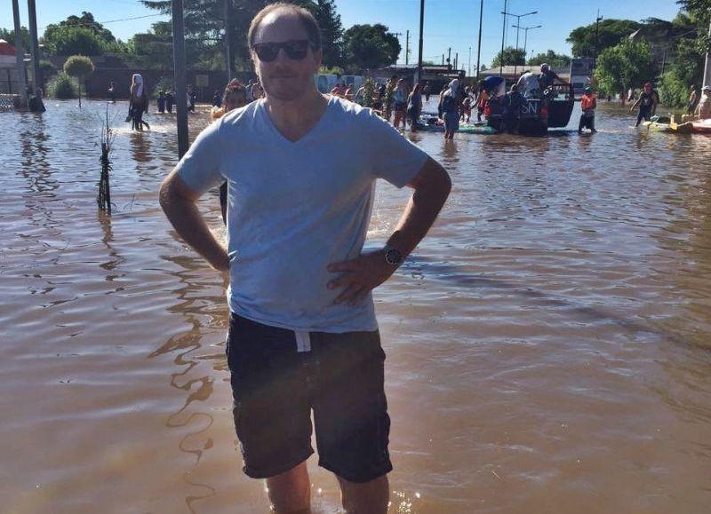"""El diputado provincial del GEN, Jorge Santiago, recorrió La Emilia, localidad jaqueada por las inundaciones, y responsabilizó """"al cambio climático"""" por el fenómeno pero también """"a la falta de previsión del Gobierno""""."""