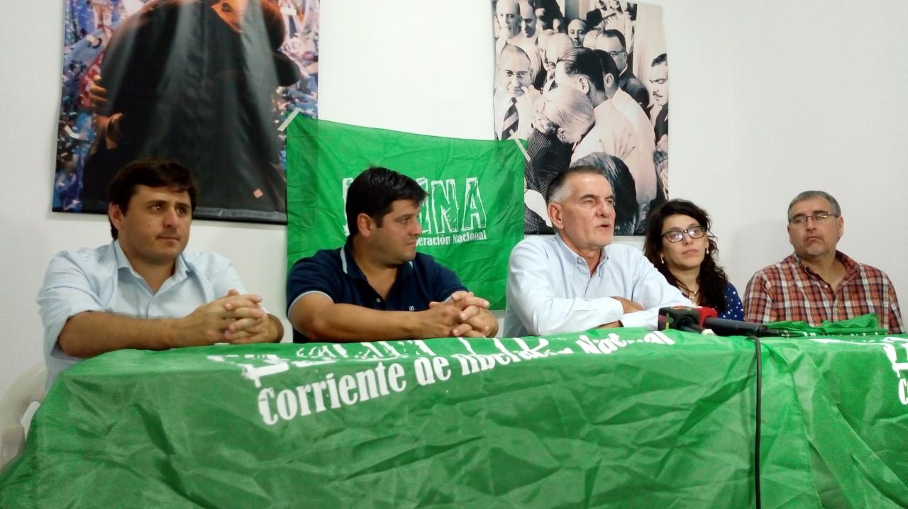 El diputado nacional y presidente de Kolina, Carlos Castagneto, estuvo de recorrida en la ciudad, acompañado por Lisandro Bormioli, Leticia Conti y Álvaro Reynoso, habló del presente del país y de su espacio.
