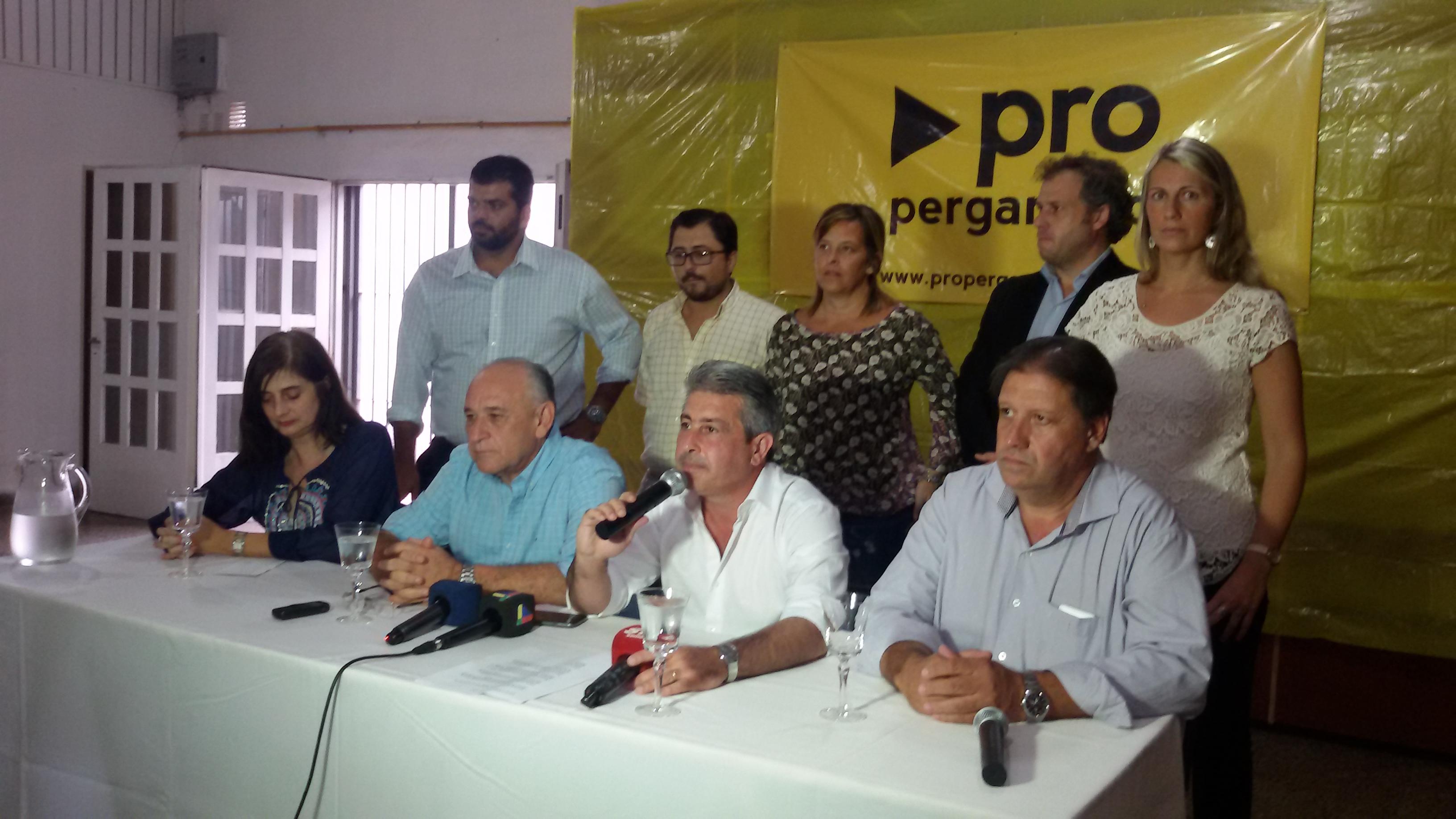 En el marco de un encuentro encabezado por el intendente Javier Martínez en el local céntrico del PRO, se llevó adelante la presentación de las nuevas autoridades del partido.