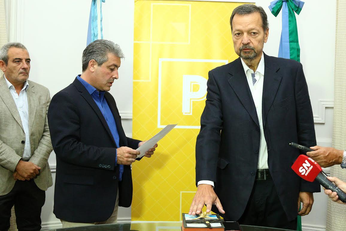 Este viernes en el salón Oval del Palacio Municipal, el intendente del Partido de Pergamino Javier Martínez tomo juramento a Sergio Pizarro, quien asumió como secretario de Producción.