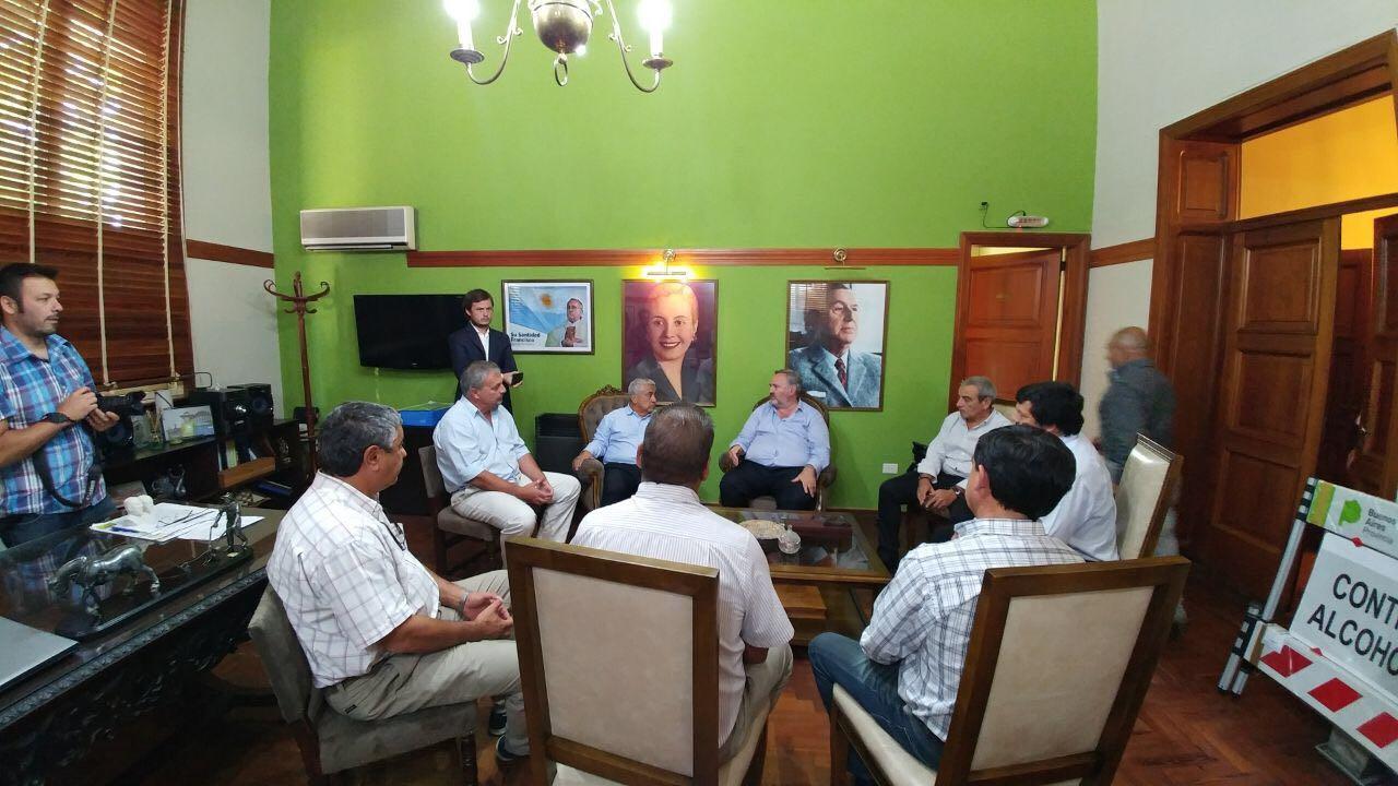 El jefe de Gabinete, Carlos Pérez, y el responsable de Tránsito, Leonardo Riera, mantuvieron un encuentro con el ministro de Gobierno de la Provincia de Buenos Aires, Joaquín de la Torre, e intendentes de la segunda sección.