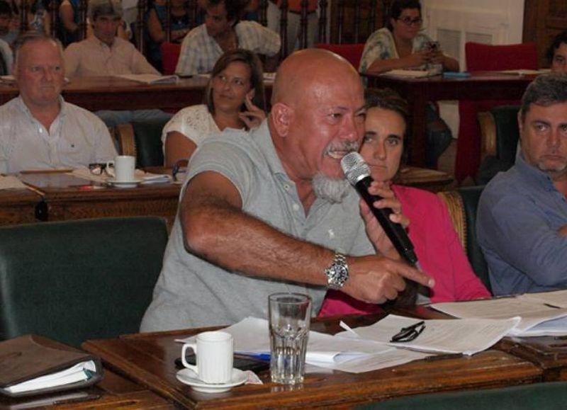 Carlos Elizalde arremetió contra la concejal Teresa Caldentey a través de los dichos de Elisa Carrió con respecto a elección entre ella y el operador judicial PRO, Daniel Angelici.