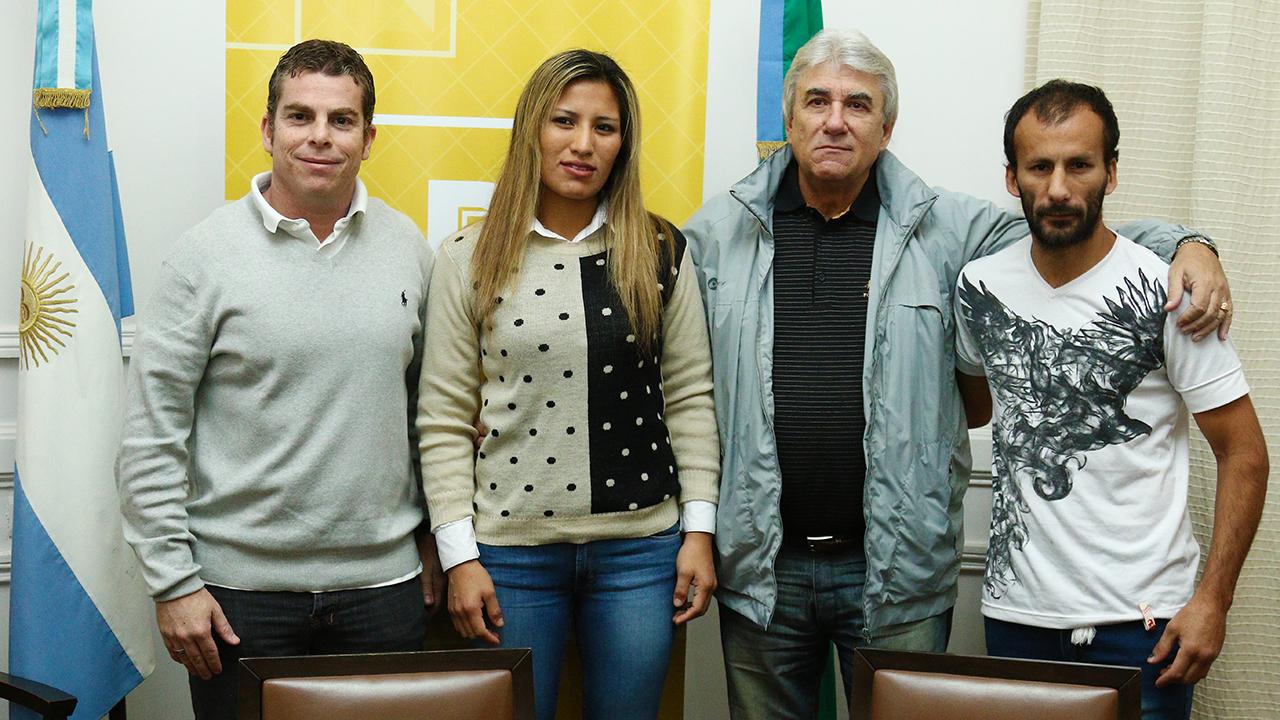 Este jueves por la mañana, en el Salón Oval del Palacio Municipal, el subsecretario de Deportes Agustín Buscaglia despidió a la boxeadora pergaminense Anahí