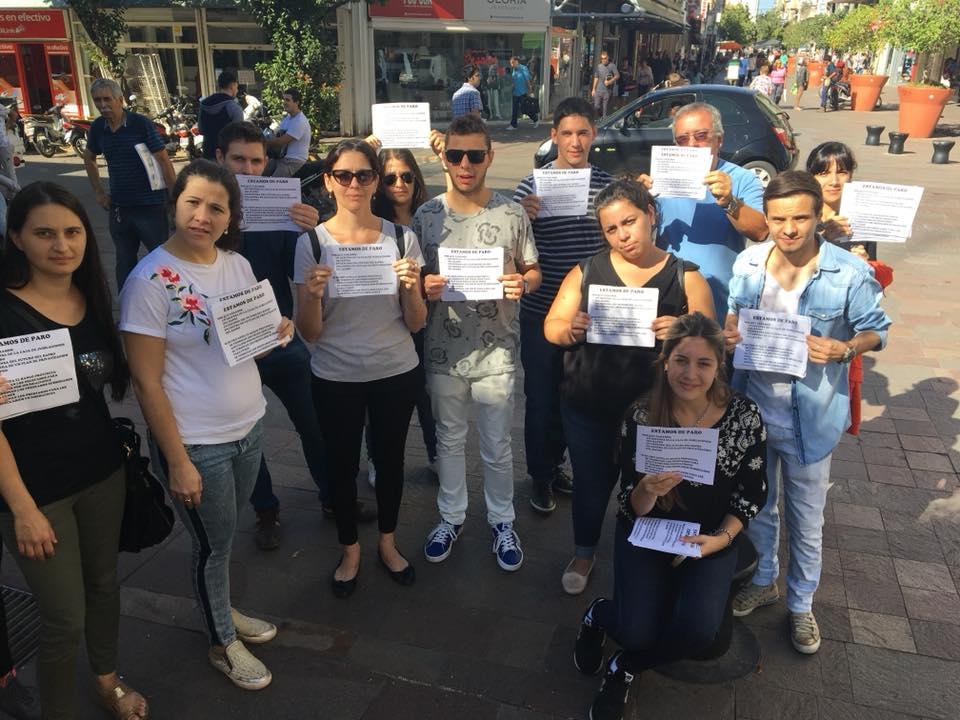 Los empleados del Banco Provincia llevan a cabo su segundo día de reclamo en la semana y salieron a la calle para explicar su situación.