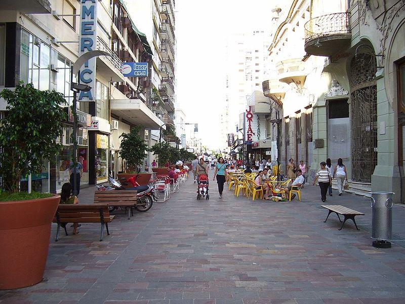 En la tarde del miércoles 9 de mayo hubo un robo en pleno centro de la ciudad, situación que paralizó a los empleados de una financiera y tarjeta directa, ubicados en plena peatonal.
