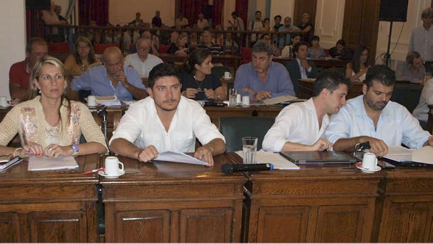 La grieta no se puede cerrar y en vísperas de un año electoral se acrecienta aún más. Ramiro Llan de Rosos (Integración Cívica) fue otro de los concejales que marcó su postura con respecto a los manejos del bloque oficialista.