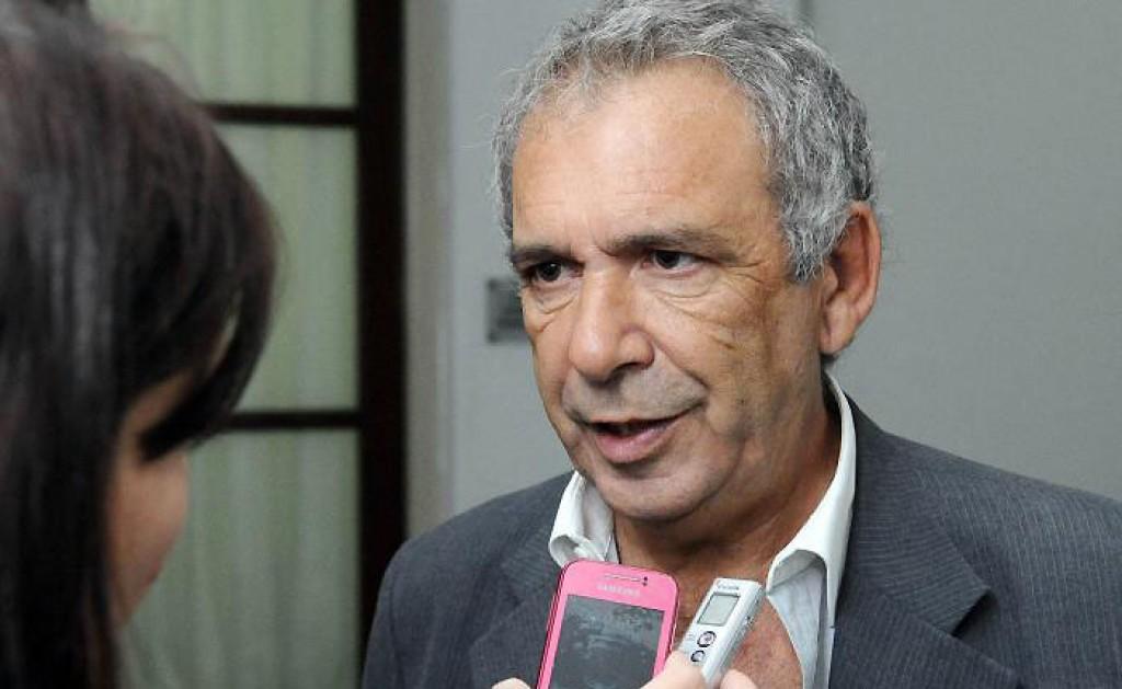 El intendente de Colón, Ricardo Casi, junto al concejal Pablo Pino y al director de Producción y Turismo, Mario Quagliardi, recibió en la mañana del lunes a representantes de gremios de empleados municipales.