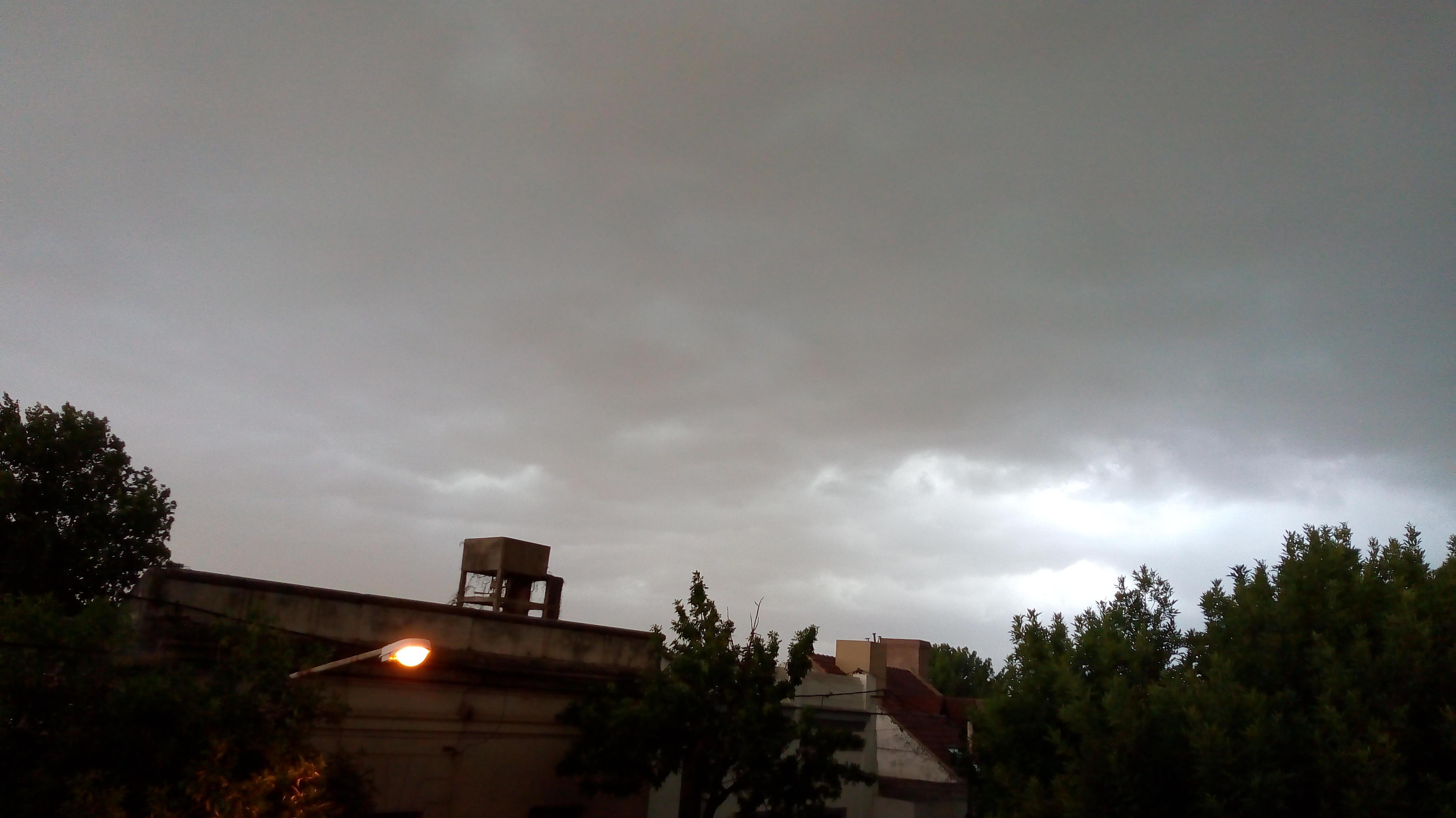 Desde el área de Defensa Civil informan un nuevo alerta meteorológico, anunciando fuertes vientos, lluvias y posible caída de granizo.