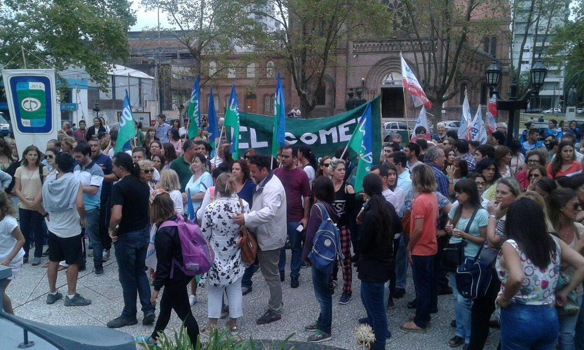 Los gremios docentes rechazaron una vez más la propuesta del Gobierno provincial por considerarla insuficiente. Para este jueves 5 de abril se confirmó el paro y movilización en La Plata.