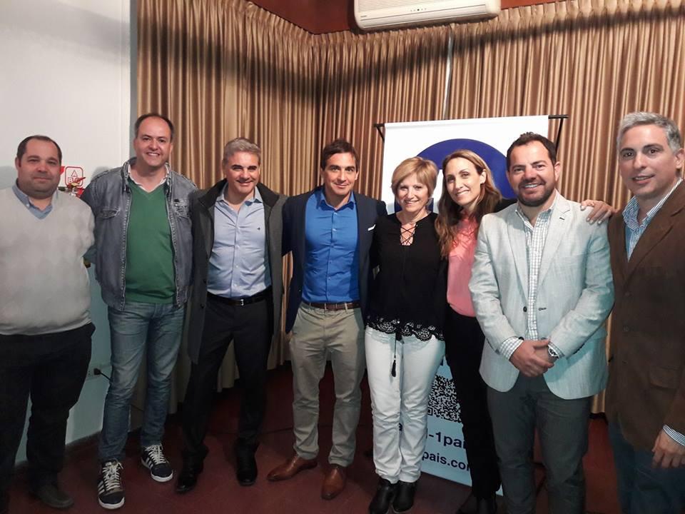 Martín Caso, quien comenzó su campaña con miras al 2019 como candidato a senador, visitó la ciudad de Salto y compartió una charla sobre seguridad y narcotráfico que estuvo a cargo de Florencia Arietto y el vicepresidente de la Cámara de diputados de la Provincia de Buenos Aires, Ramiro Gutiérrez.