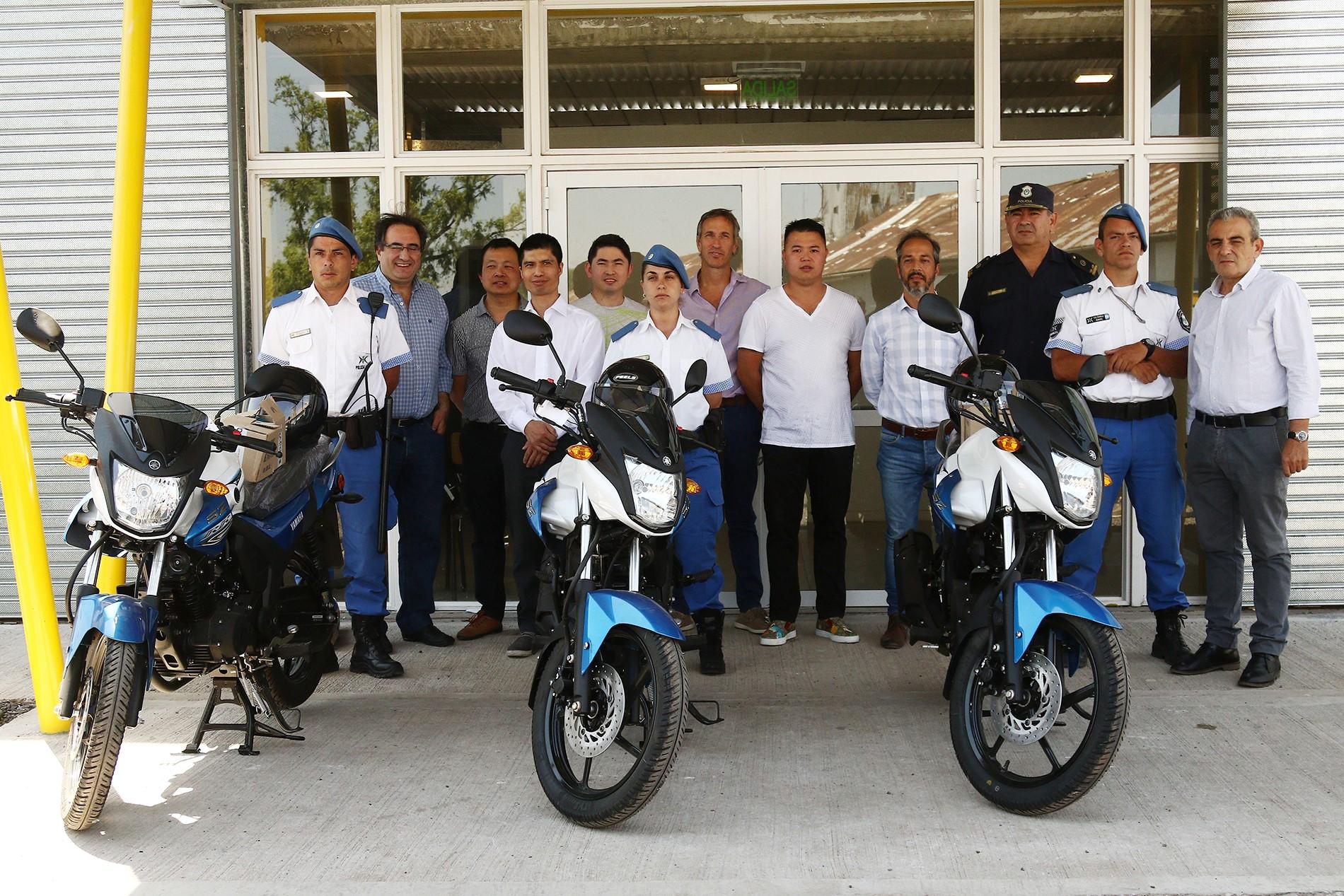La Cámara de Supermercados Chinos donó al Municipio de Pergamino tres motos japonesas con el objetivo de contribuir a la prevención del delito.