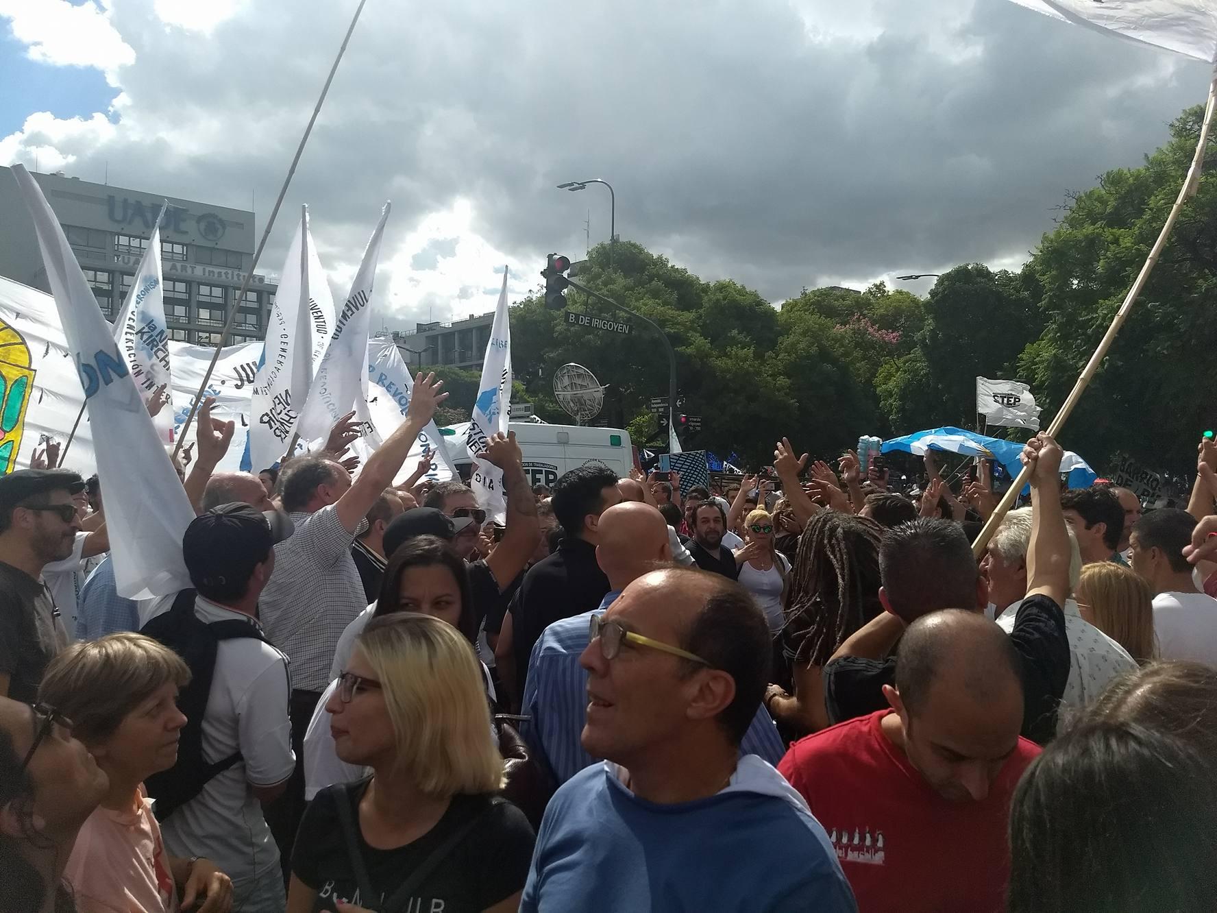 """Diferentes grupos participaron de la multitudinaria marcha sindical en Buenos Aires. Uno de ellos fue La Néstor Kirchner y su referente Pablo Quevedo expresó que """"fue una marcha sin sobresaltos, peleas ni piedras""""."""