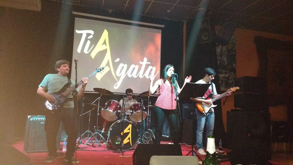 En el marco del Concurso de Bandas locales organizado por la Dirección de Juventud, este 24 de febrero se presentarán sobre el escenario cuatro bandas locales: La Roca, Chabón, Tía Ágata y Tributo Napolitano. Las mismas estarán participando de importantes premios a través del voto de los propios pergaminenses.