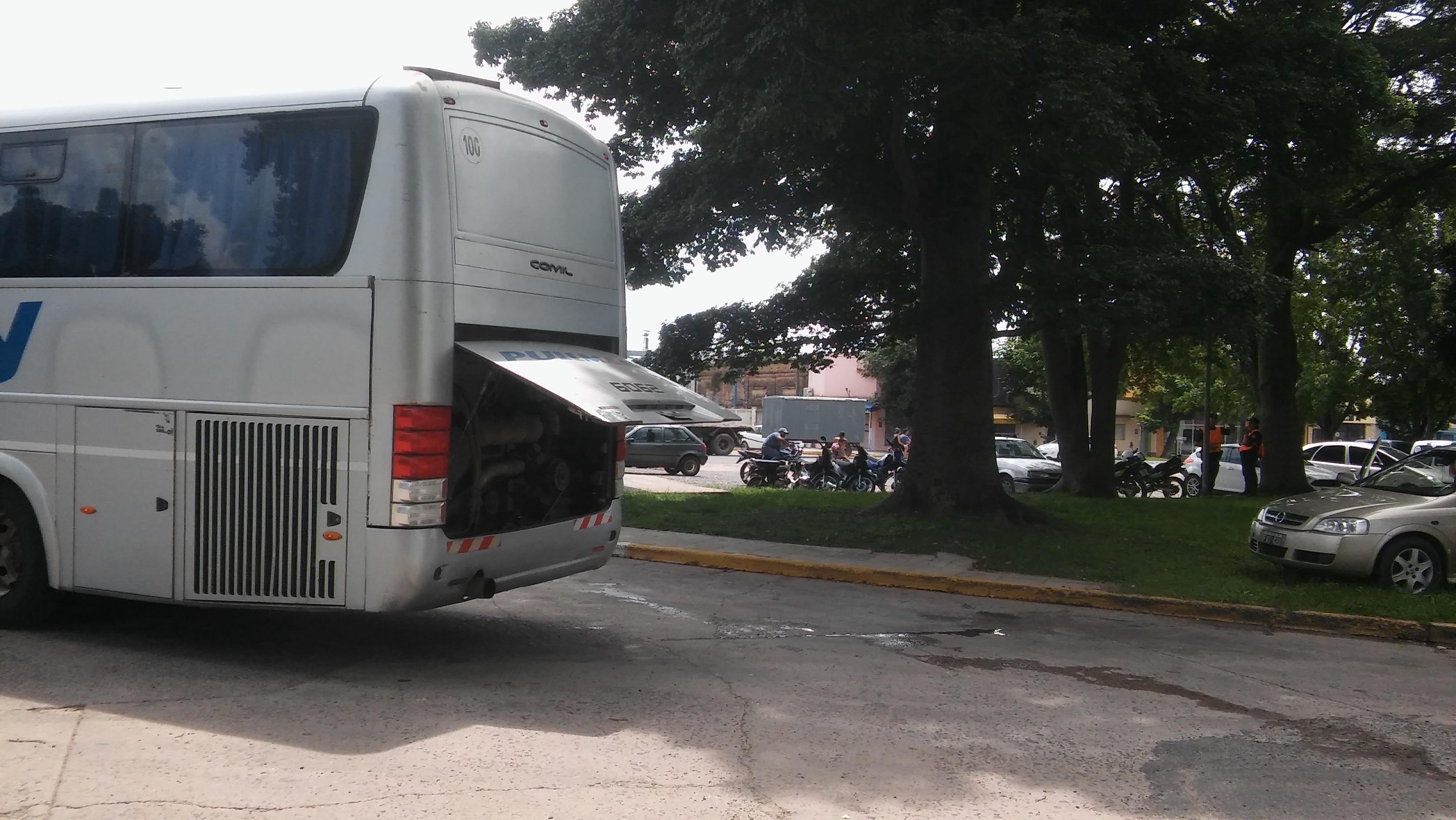 Los pasajeros del micro que salió este domingo 5 de mayo desde Rojas con destino a Rosario a las 14.20 horas debieron padecer un pésimo servicio.