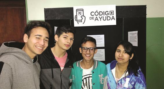"""Se trata de alumnos de la Escuela de Educación Secundaria Técnica Nº 1 de Pergamino, quienes desarrollaron la aplicación """"Código de ayuda"""", para que los pacientes, a través de una pulsera con código QR, lleven consigo su historia clínica."""