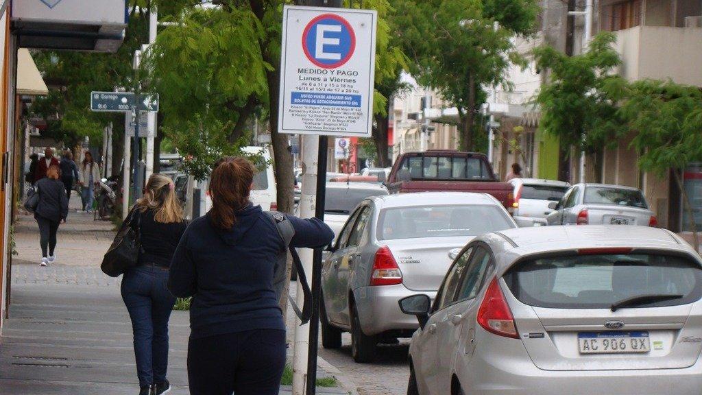 Esta semana comenzaron nuevamente las reuniones para que dejen de funcionar las boletas de estacionamiento y darle lugar a un nuevo sistema en la ciudad. En enero se espera la primera sesión extraordinaria del Concejo Deliberante para tratar el tema.