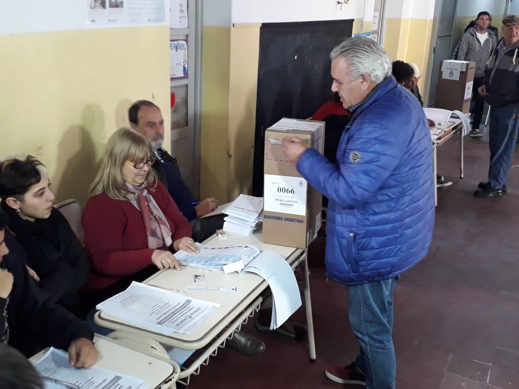 El Frente Todos tiene la mayor interna en la ciudad de Pergamino. Con cuatro precandidatos a intendente, Manuel Elías, uno de ellos, votó y  se mostró esperanzado con el resultado.