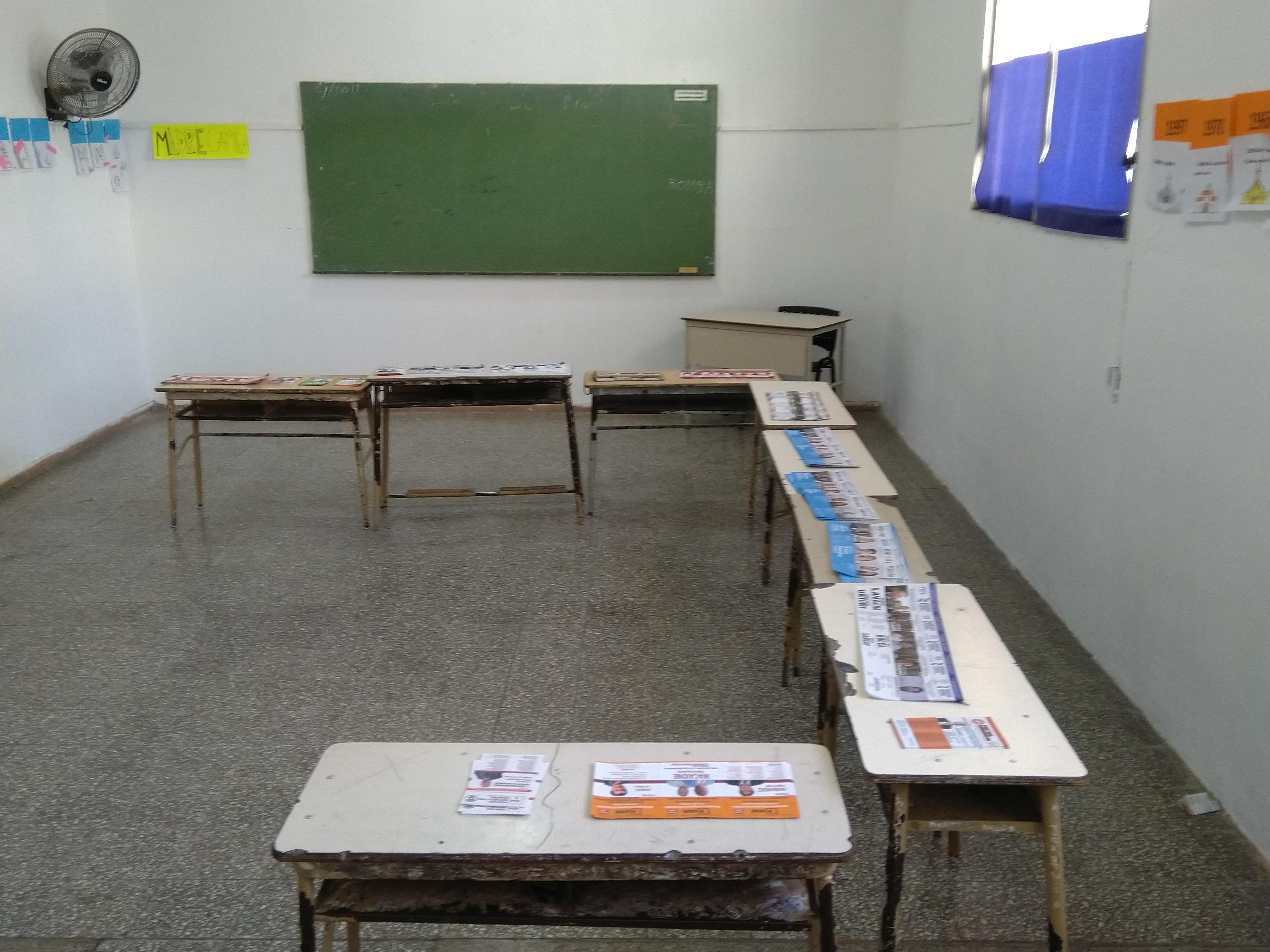 En una recorrida por las instituciones educativas que funcionan en Rojas como lugares de votación, se pudo establecer que alrededor de las 14 horas un promedio de alrededor del 55 al 60 % de ciudadanos que ya han emitido su voto.