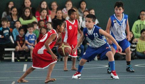 La Dirección de Juventud realizó varias actividades en lo que va del verano. Y pensando en la inclusión y las actividades grupales, este sábado 3 de febrero se viene un torneo de básquet en el Club Argentino.