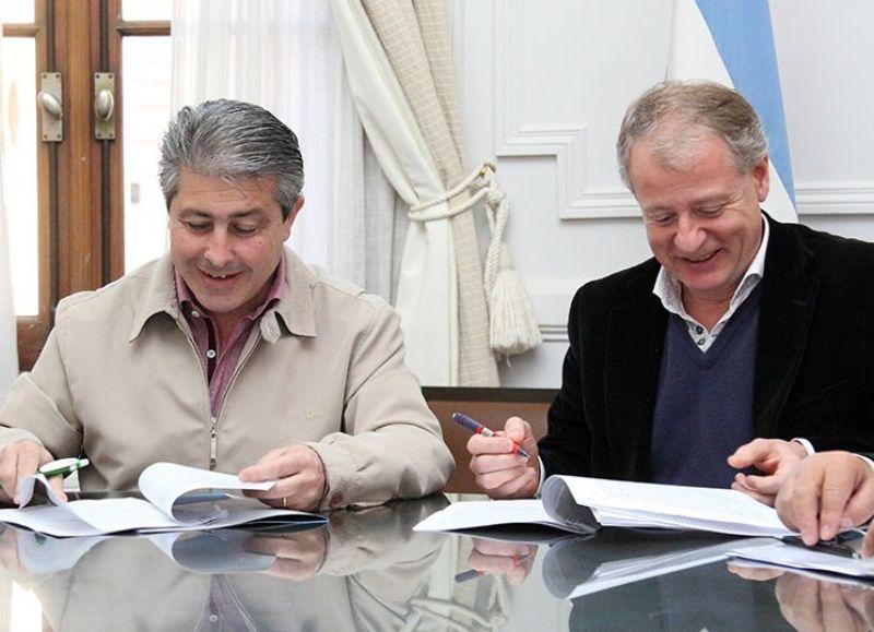 En la mañana de este lunes el intendente del Partido de Pergamino Javier Martínez firmó un convenio con representantes de la Dirección Nacional del Registro del Automotor.