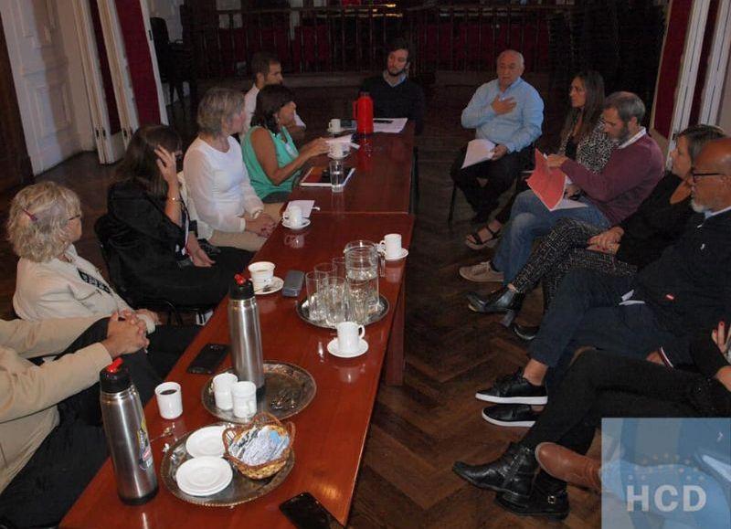 Reunión de empleados con concejales.