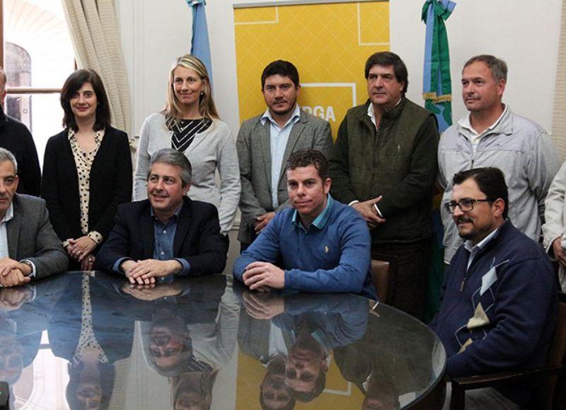 El intendente presentó a Agustín Buscaglia como el nuevo subsecretario de Deportes.