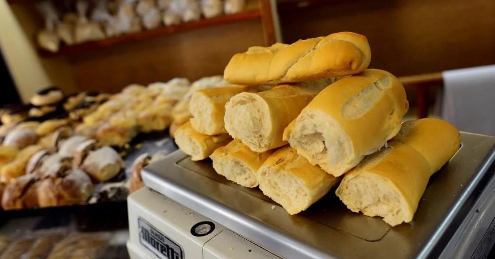 El kilo de pan a 65 pesos.