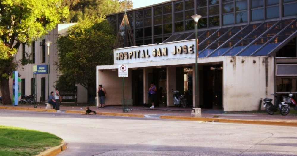 El joven fue derivado de urgencia la hospital San José.