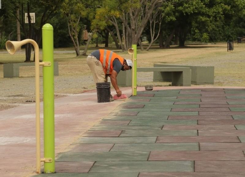 """La Municipalidad sigue trabajando reciclando los juegos que ya estaban """"para volver a colocarlos hasta la licitación para adquirir nuevos""""."""