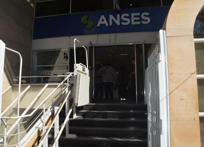 La Municipalidad notificó que a partir del lunes 4 de enero, las puertas de la Anses, ubicada en calle San Nicolás al 600, estarán abiertas de 8 a 14 horas.