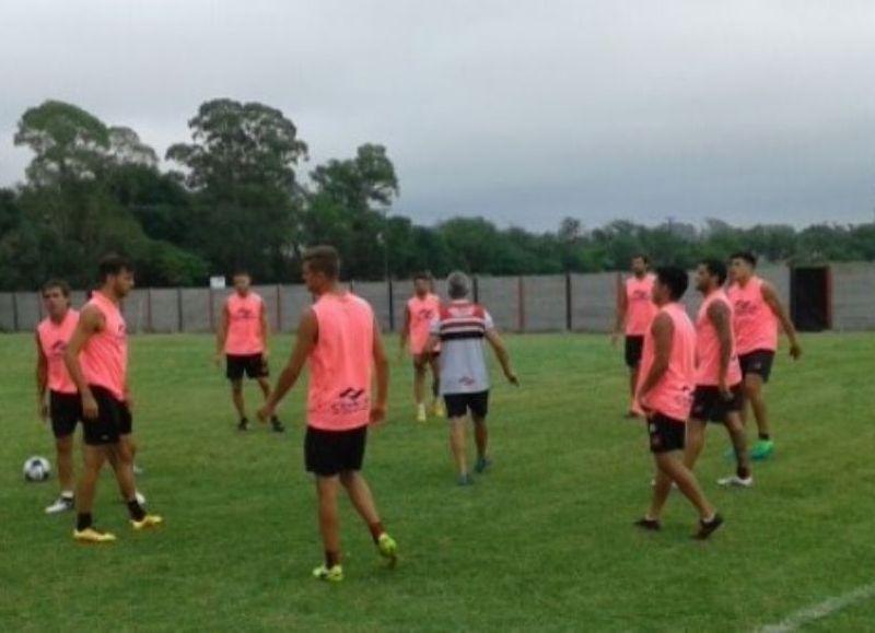 El equipo entrena durante la pretemporada