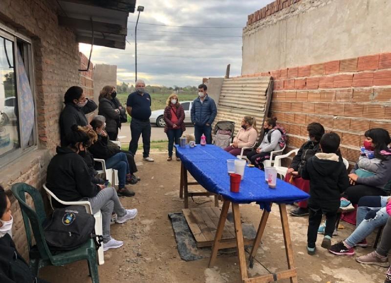 Los precandidatos Tony Caldentey, Francisco Illia, Alejandro Coco y Nora Pladino estuvieron presentes en el Barrio Acevedo.