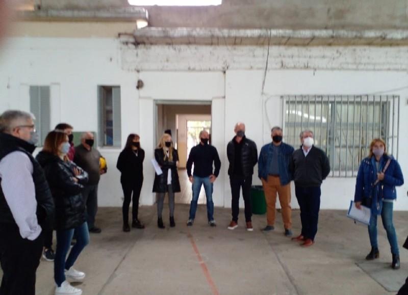 Los tres primeros precandidatos Ignacio Maiztegui, Aurelia Furnari y Christian Iglesias se trasladaron a la localidad de Guerrico donde hablaron con representantes de la escuela y la Cooperativa.