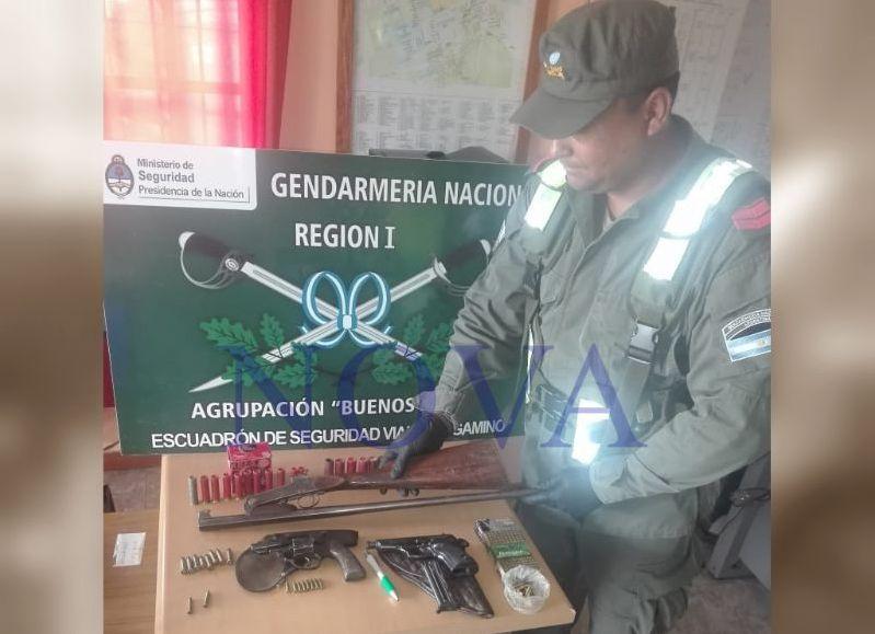 Armas incautadas en el procedimiento. (Foto: NOVA)