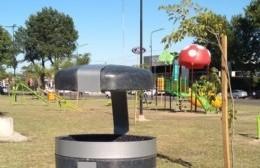 La Municipalidad colocó cestos de basura reciclados