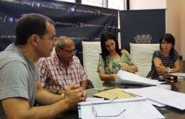Estuvieron presentes el secretario de Obras y Servicios Públicos, Daniel Boyeras; Pilar Villar, directora de Servicios Sanitarios; Marcela Gomez Wist, a cargo de la oficina de Compras; Daniel Sartori, asesor técnico y representantes de las empresas.