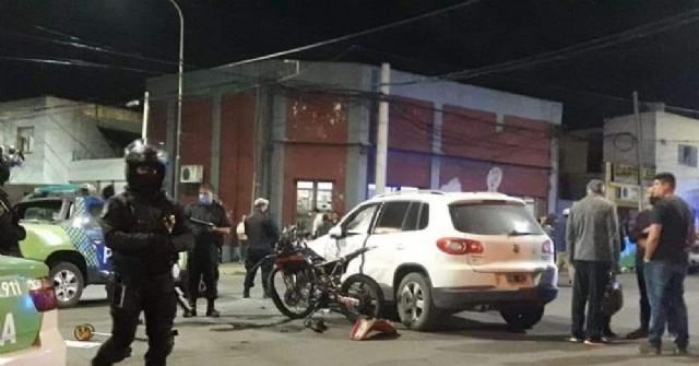 Murió joven de 20 años al chocar su moto contra un auto