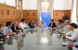 El ministro puso a disposición el equipo de la Subsecretaría de Recursos Hídricos para estudiar la situación actual y efectuar los cambios que sean necesarios.