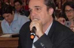 """Settembrini tildó de """"fantochada"""" a la entrega de dinero del intendente al Maiztegui"""